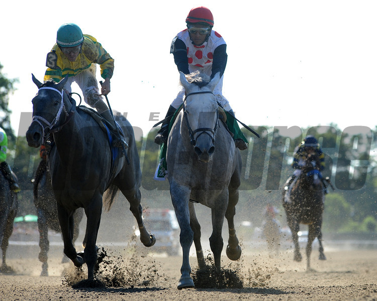 Zo Impressive wins the 2012 Mother Goose.<br /> Coglianese Photos
