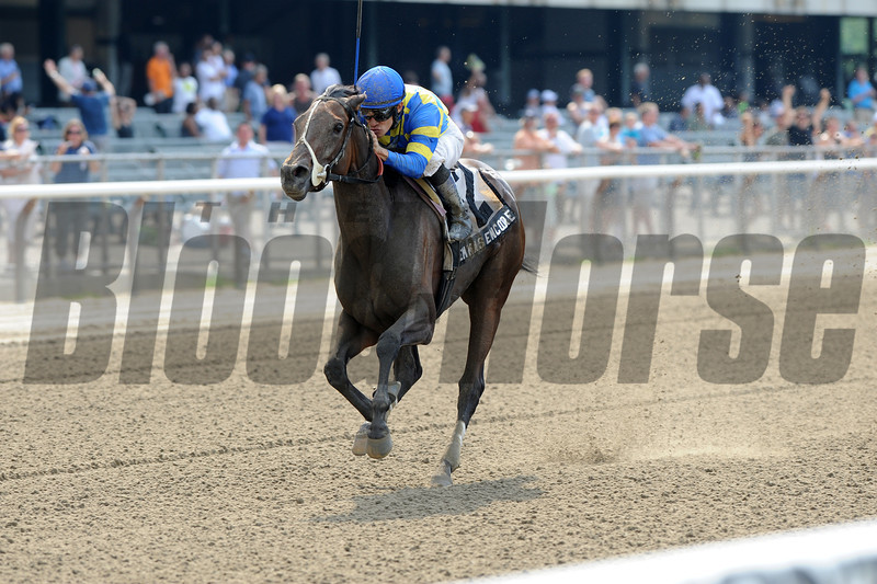 Emma's Encore wins the 2012 Victory Ride.<br /> Coglianese Photos