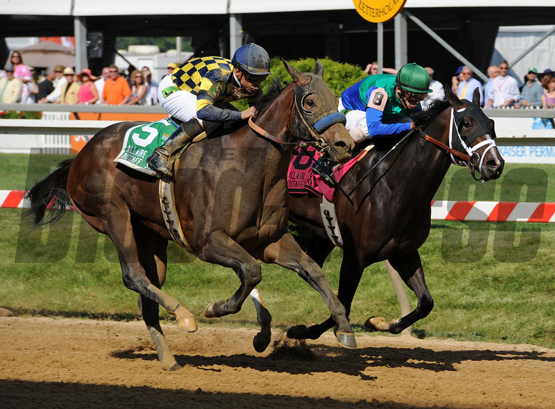 Awesomemundo, Mike Smith up, defeats Love And Pride in the Gr3 Allaire Dupont Distaff Stakes at Pimlico...<br /> © 2012 Rick Samuels/The Blood-Horse