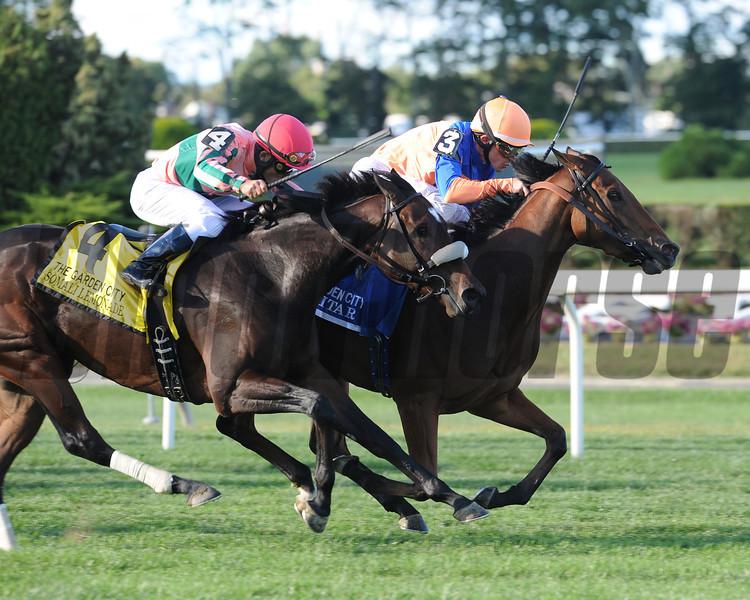 Samitar wins the 2012 Garden City.<br /> Photo by Coglianese Photos