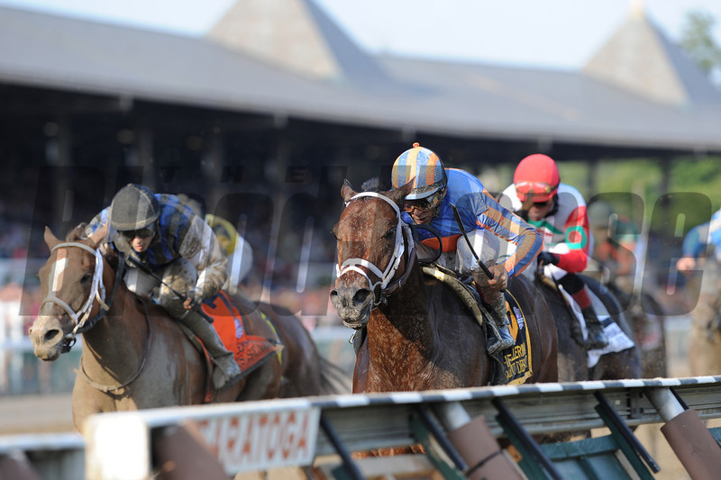 Turbulent Descent wins the 2012 Ballerina. <br /> Coglianese Photos/Adam Mooshian