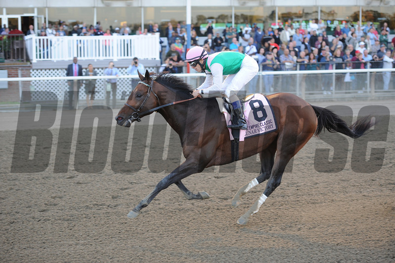Lunar Victory wins the 2012 Empire Classic.<br /> Coglianese Photos/Adam Mooshian