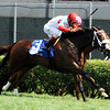 Stephanie's Kitten wins the 2012 Edgewood.<br /> Photo by Dave Harmon.