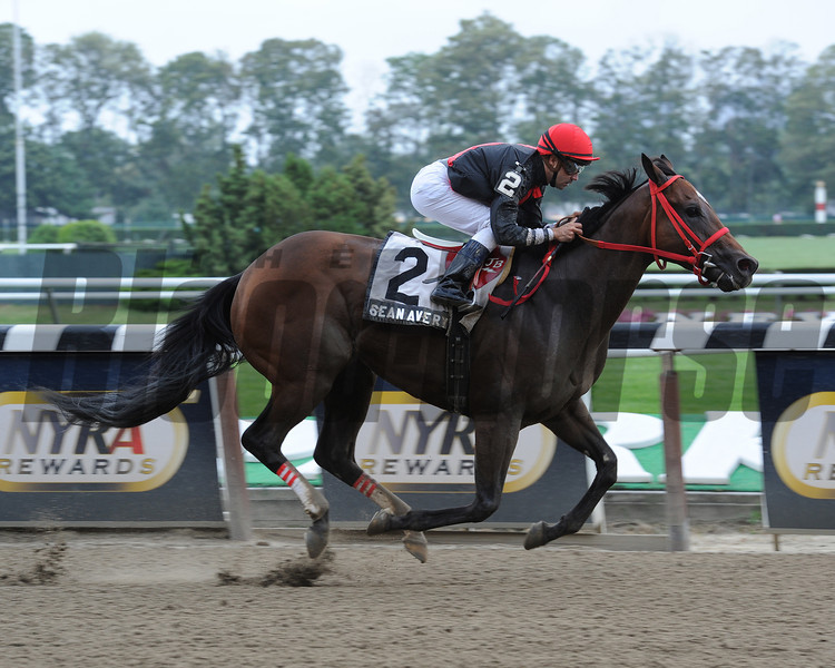 Sean Avery wins the 2012 Affiliate Stakes.<br /> Photo by Coglianese Photos