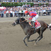 Willy Beamin wins the 2012 King's Bishop.<br /> Coglianese Photos/Courtney Stafford