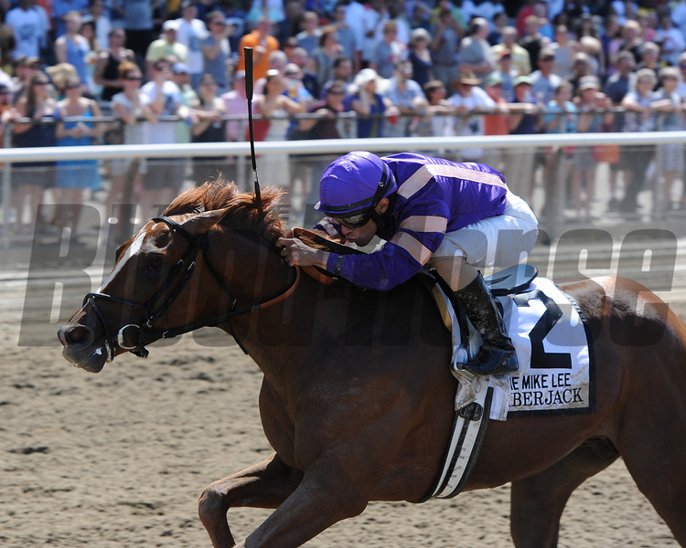 Amberjack wins the 2013 Mike Lee.<br /> Coglianese Photos/Chelsea Durand