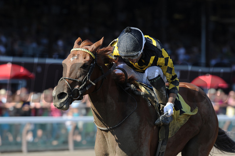 Dance to Bristol wins the Honorable Miss<br /> Photo: Adam Mooshian/Coglianese Photos