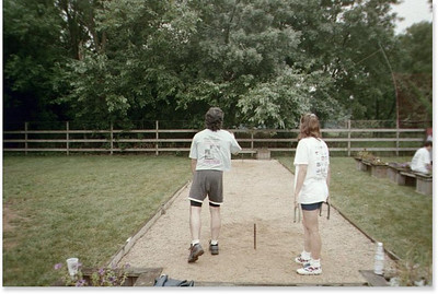 1999-8-7 16 Glen and Becky Playing Horseshoes
