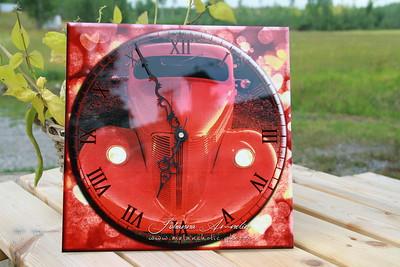 Asiakkaan kuvasta valmistettu uniikki design-kello
