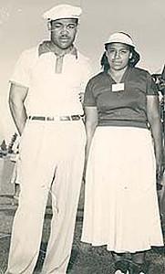 Ann Gregory with boxing legend Joe Louis prior to playing in a tournament.  By Rhonda Glenn, USGA, USGA