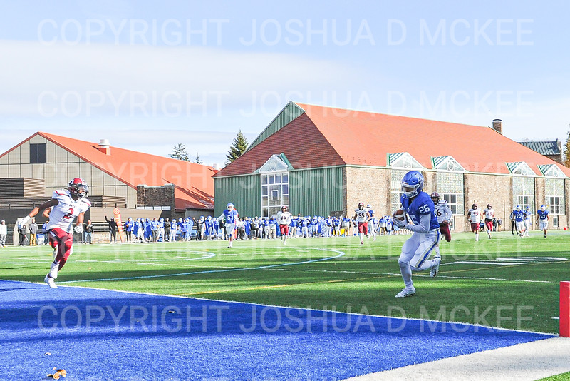 Hamilton College WR/RET Sam Robinson (26), Touchdown<br /> <br /> 11/9/19 1:08:35 PM Football:  Bates College v Hamilton College at Steuben Field, Hamilton College, Clinton, NY<br /> <br /> Final:  Bates 26  Hamilton 21<br /> <br /> Photo by Josh McKee