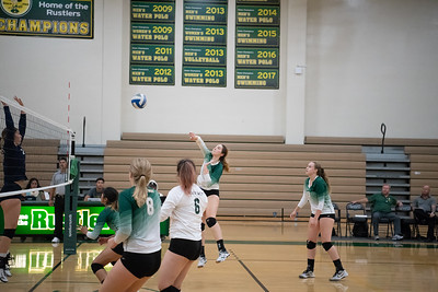 W-Volleyball-2018-10-03-6325