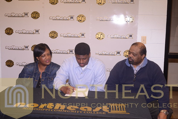 2015-02-04 FB Isaac Bails Signs with Delta State