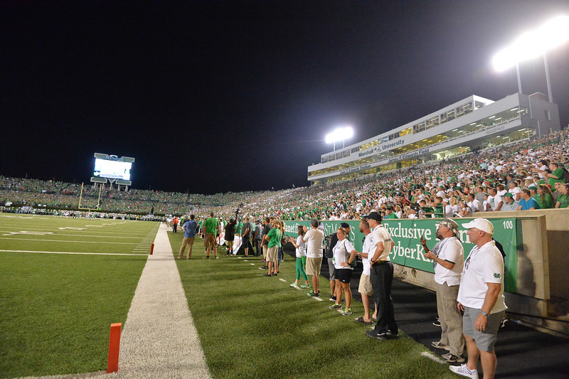 crowd5708