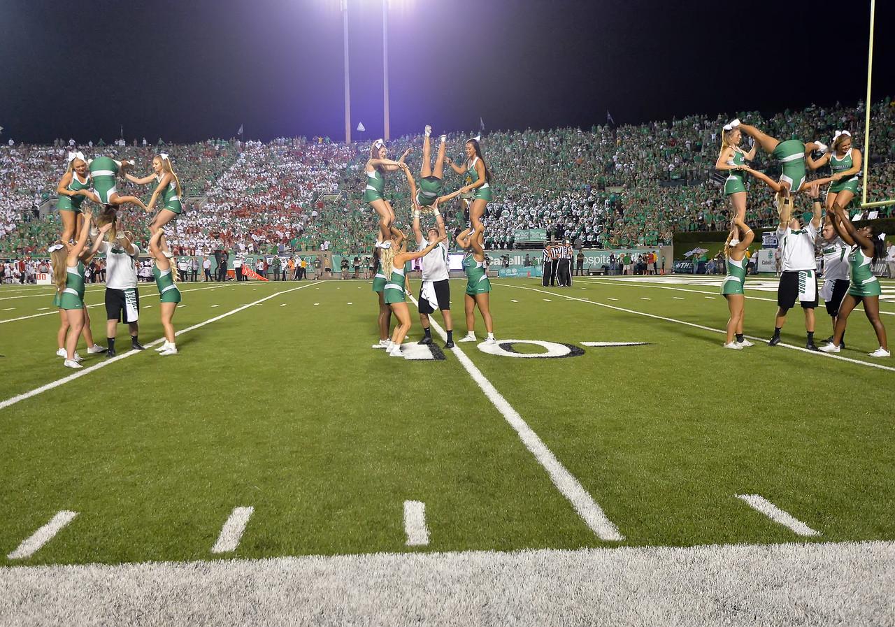 cheerleaders6199