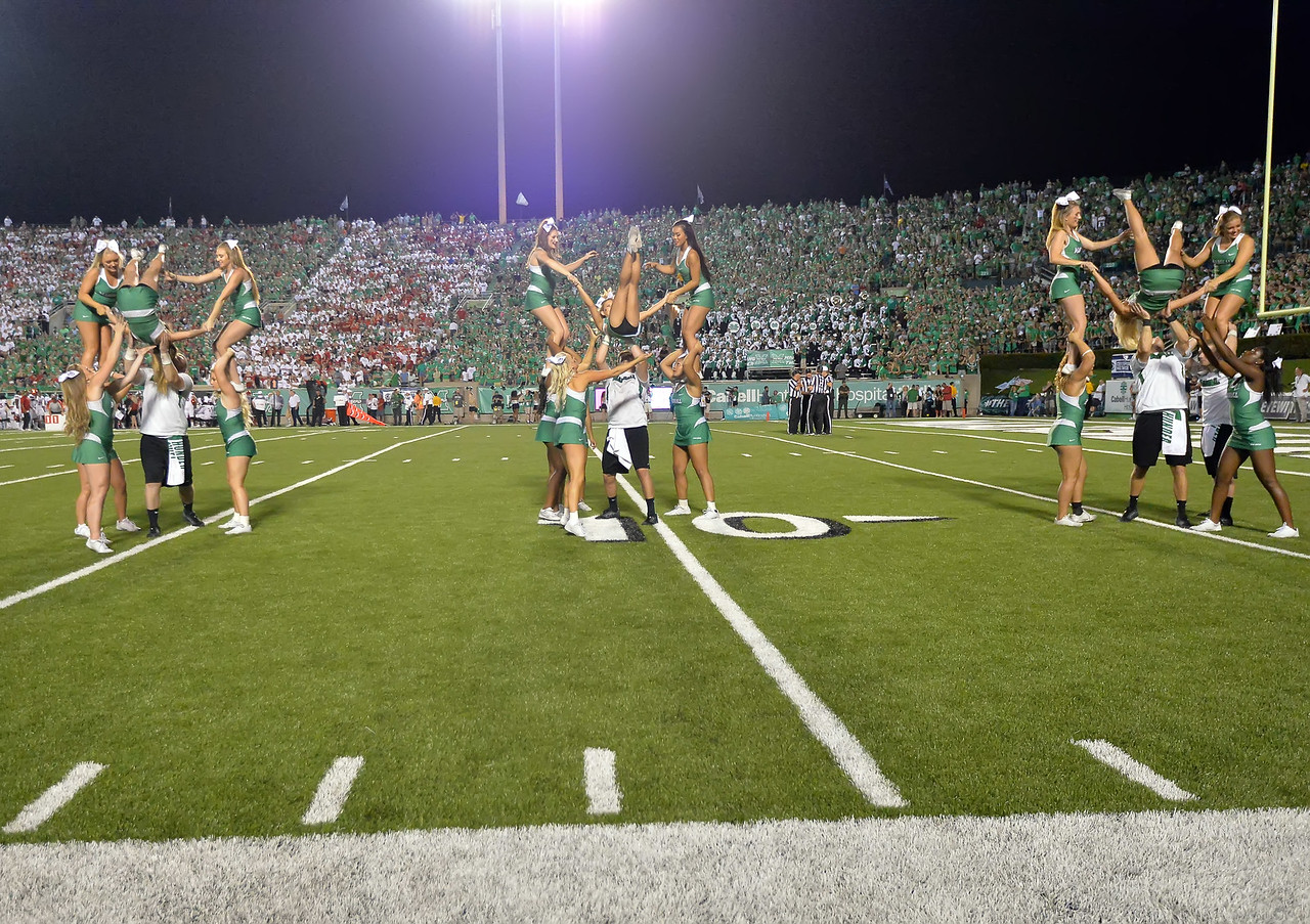 cheerleaders6200