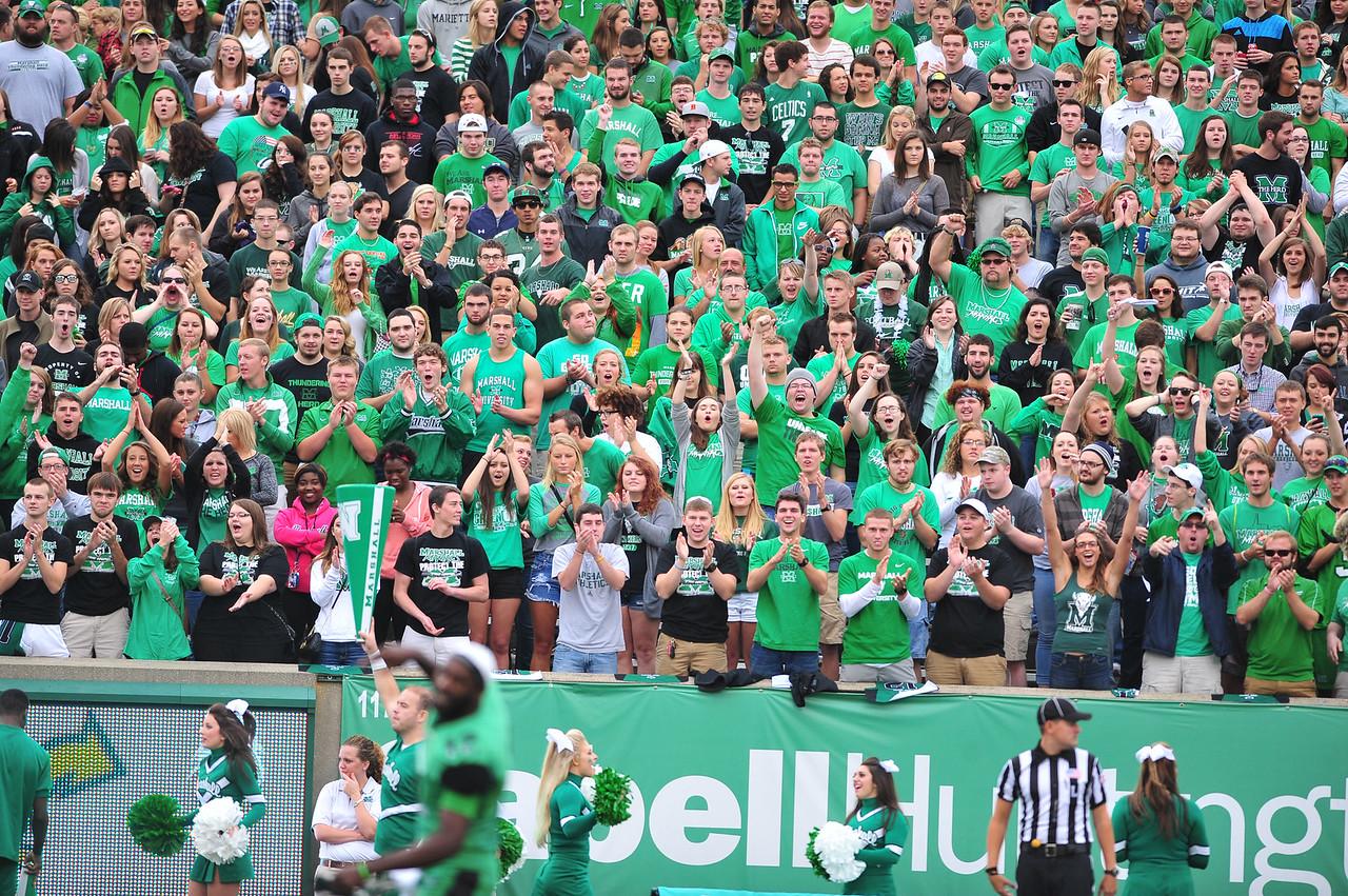 crowd3871