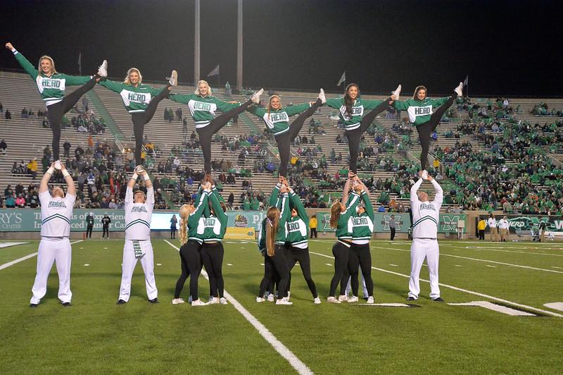 cheerleaders1484