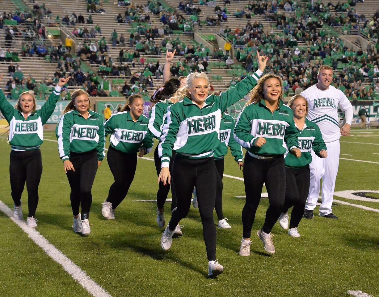 cheerleaders1494