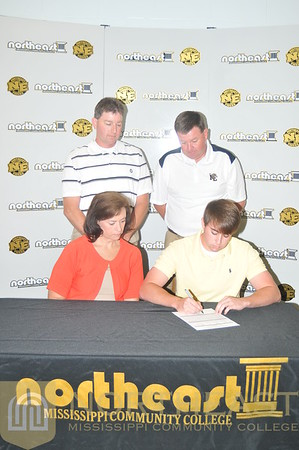 2011-05-11 GOLF Austin Woodard Signing