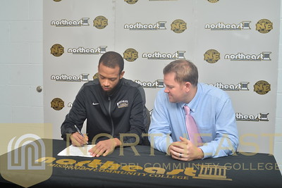 2015-11-16 MBB Devon Hayes signs with Southeastern Louisiana
