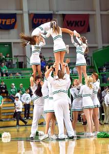 cheerleaders1216