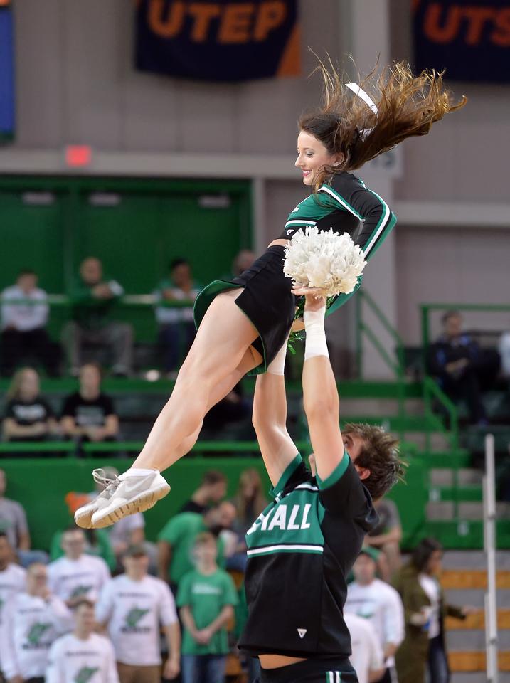 cheerleaders0217