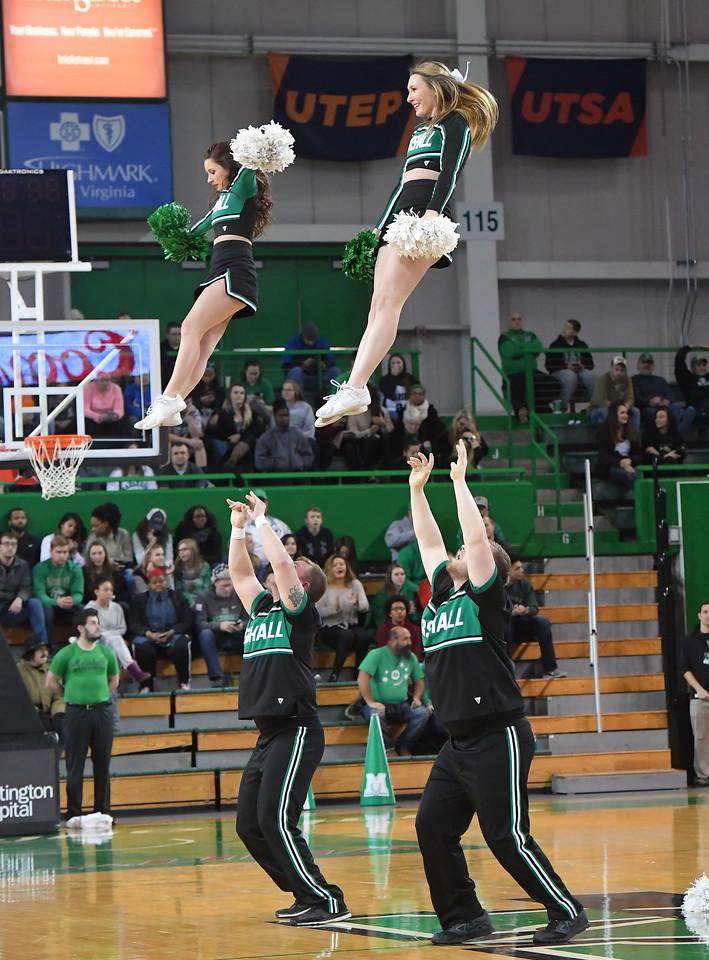 cheerleaders0321