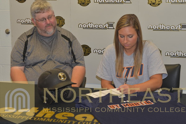 2015-06-23 SB Alyssa Vanlandingham Signs with UT-Martin