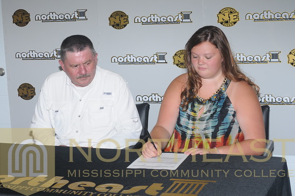 2015-07-14 TEN Amber Norris Signing Announcement