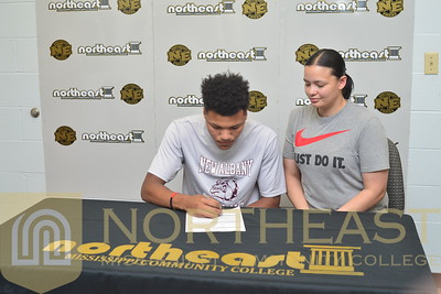 2016-06-21 TEN Rashad McWilliams signs with NEMCC Tennis