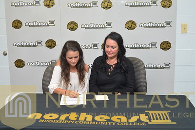 2016-06-21 TEN Taylor Heavener signs with NEMCC Tennis
