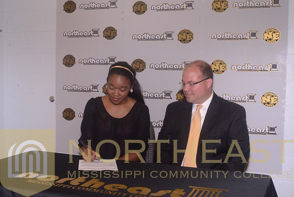 2014-08-22 WBB Angelia Allen signs with LIU