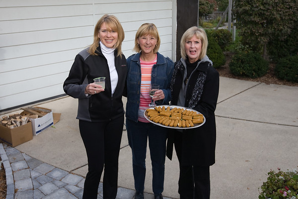 Sherri, Peggy and Peggy delivering some of the appetizers