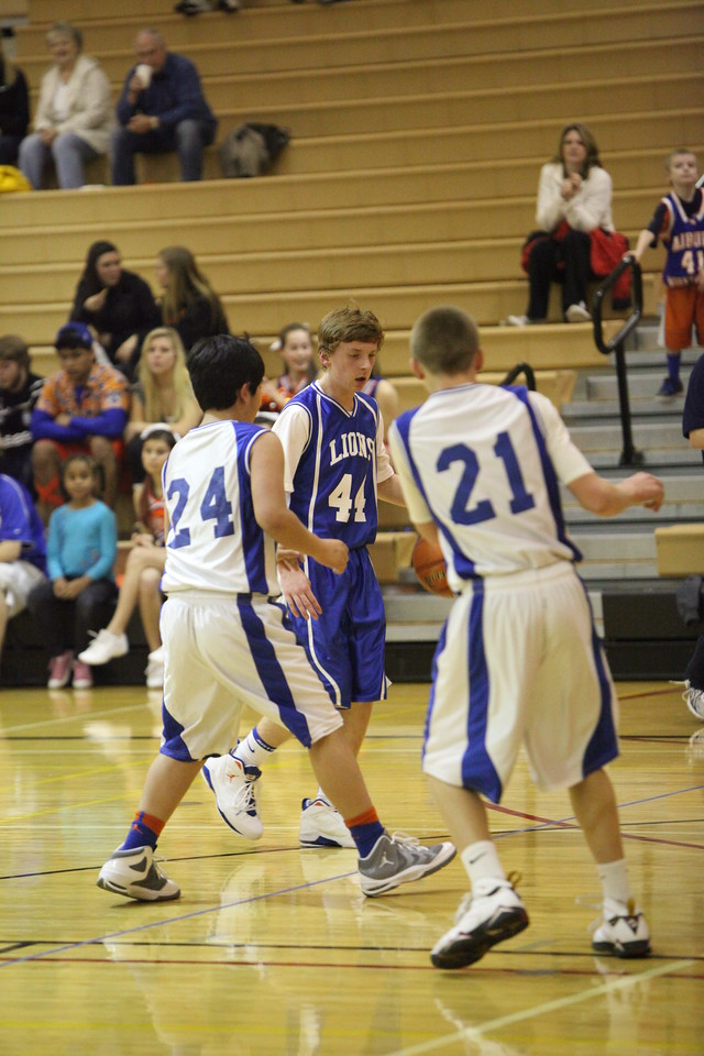 AMHS Half Time game - Rainier Middle School 7th grade team