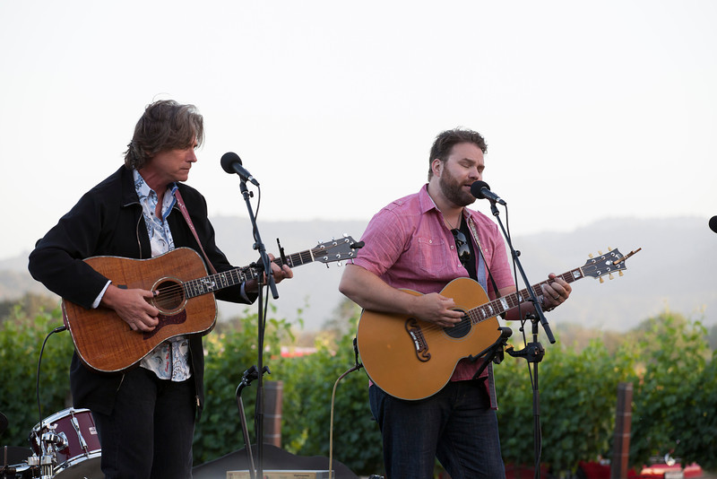 "Guests were treated to not one but two Grammy winning muscians. Photo by <a href=""http://www.tinacciphoto.com"" target=""_blank"">Jason Tinacci</a> for the Napa Valley Vintners."