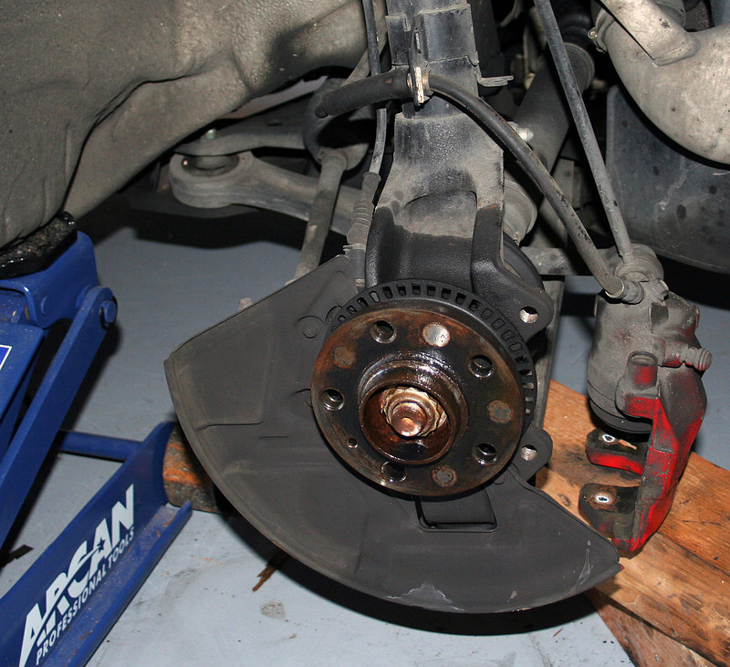 Front brake assembly w/rotor removed.  Rotor didn't want to come off.  I had to persuade it w/a sledge hammer.