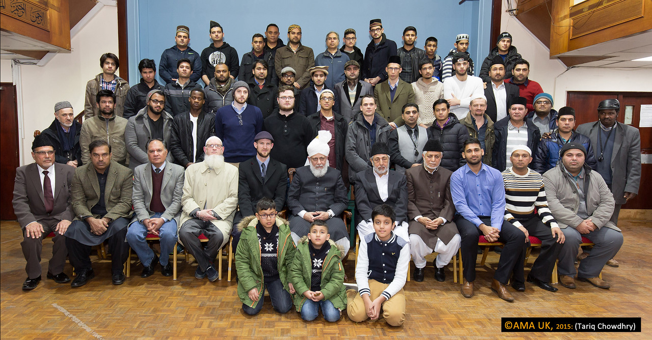 After Dua, all the men and children had a group photo with Hudhur Aqdas.