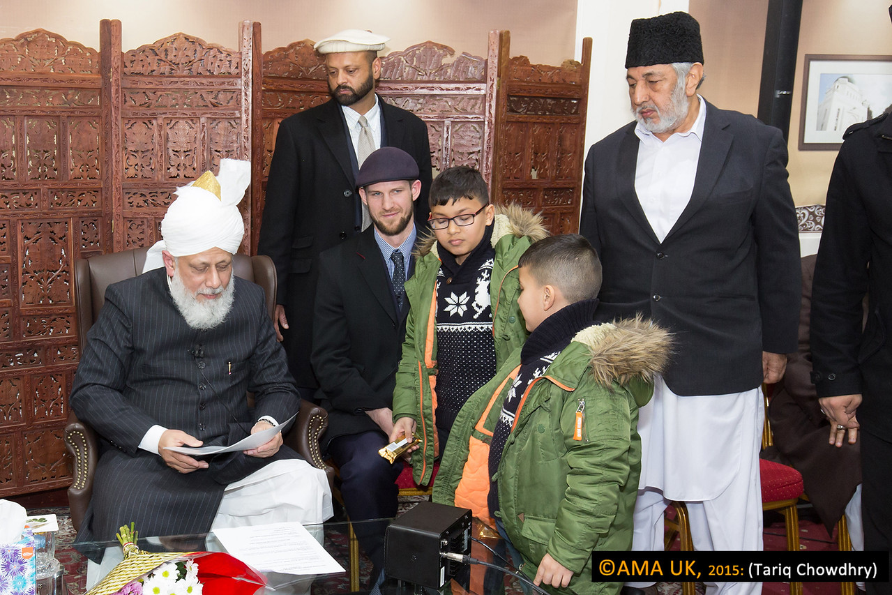 Later Mrs Marzia Farhan Ali, from the Hartlepool Jama'at who had accepted Islam Ahmadiyyat in July 2015, requested for her sons to perform the Bai'at at Hudhur's hand and for a group Bai'at Ceremony for the New Ahmadis. Hudhur graciously accepted this request.