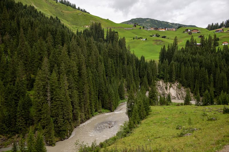 Eindrücke am Weg zwischen Lech und Warth, Vorarlberg, Österreich