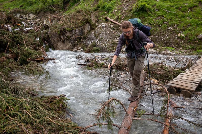 Lena an einem Bach zwischen Lech und Warth, Vorarlberg, Österreich