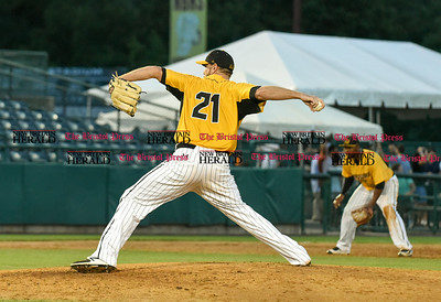081516  Wesley Bunnell | Staff  New Britain's #21 Daniel Sattler. New Britain Bees played host to the visiting Long Island Ducks on Monday Aug 15.