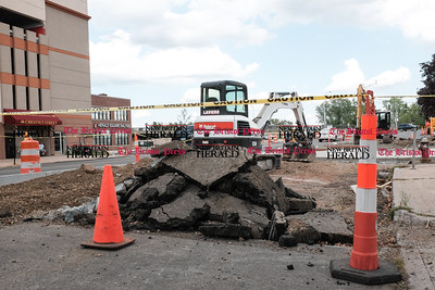 081916  Wesley Bunnell  | Staff  Road construction is taking place on Chestnut St across from the old New Britain Herald building.