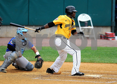 8/29/2017 Mike Orazzi | Staff New Britain Bees' Jamar Walton (6) during Tuesday's game with the Sugar Land Skeeters.