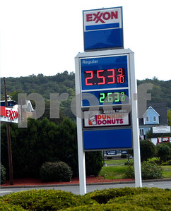 8/31/2017 Mike Orazzi | Staff Gas prices at the Exxon station at Cooke Street and Route 372 Thursday.