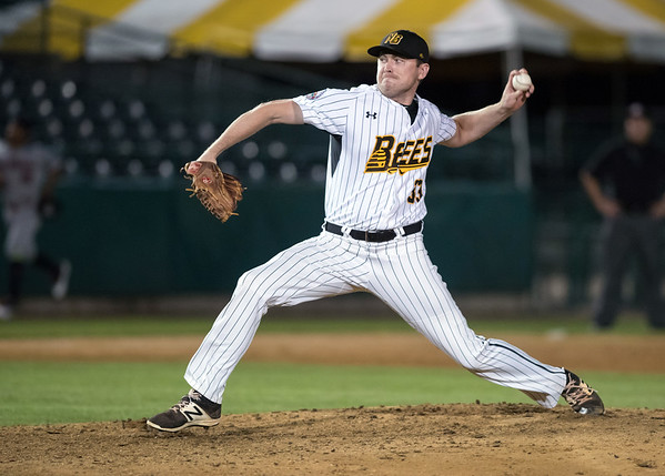 08/21/18 Wesley Bunnell | Staff The New Britain Bees vs the Road Warriors on Tuesday night at New Britain Stadium. Chris Reed (33).