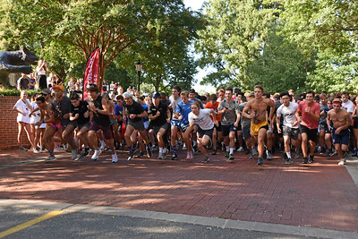 And they're off. . .the men's start of the 2019 Cake Race with members of the Davidson Class of 2023.