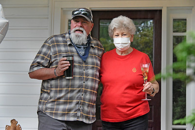 Mayor Rusty Knox, a N. Main neighbor, was on hand to honor Betty Walley. (Bill Giduz photo)