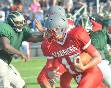 WARREN DILLAWAY / Star Beacon ALEX WISNYAI, Edgewood quarterback, carries the ball during a recent home scrimmage with Lakeside.