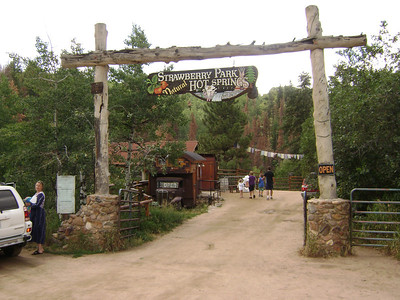 [Having spend ten days adventuring in WY, I'm now on my way back home.] OK, late Sunday morning, 8/25 - arriving at the famed Strawberry Park Hot Springs, about a 25-min drive north of Steamboat Springs.